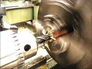 軸を入れる穴加工