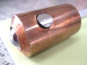 旋盤で削り直径を20mmに合わせる